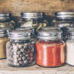 Stiklinės pakuotės: naudingi resursai buityje